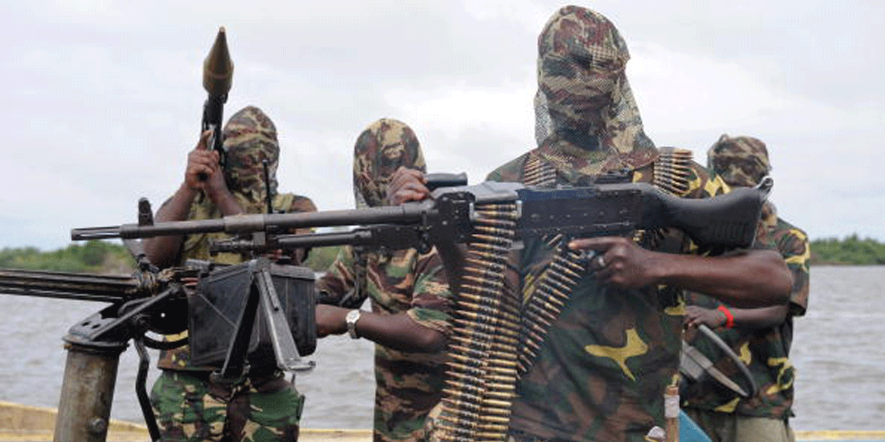 Niger Delta Avengers Blow up Pipeline Supplying Crude oil to Warri Refinery
